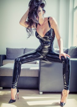Dominatrix Lisa - Dominas Köln 1