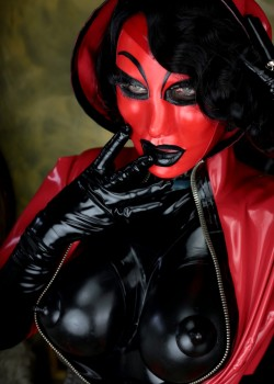 Rubber Queen Ana-Lucia